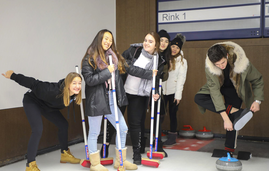 Curling at Ski Week