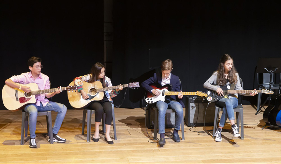 Instrumental guitar recital