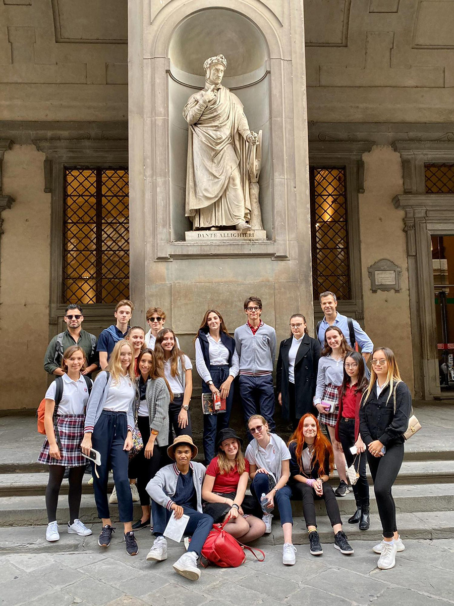 TASIS Students with Dante statue in Florence
