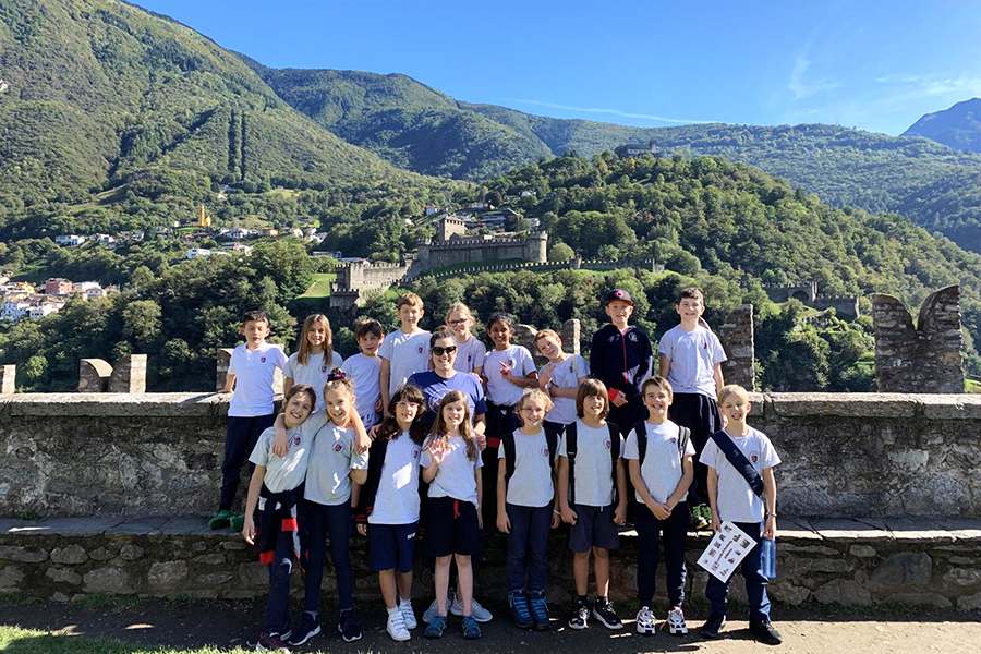 Sarah Maas Bearden with her class at the Bellinzona castles