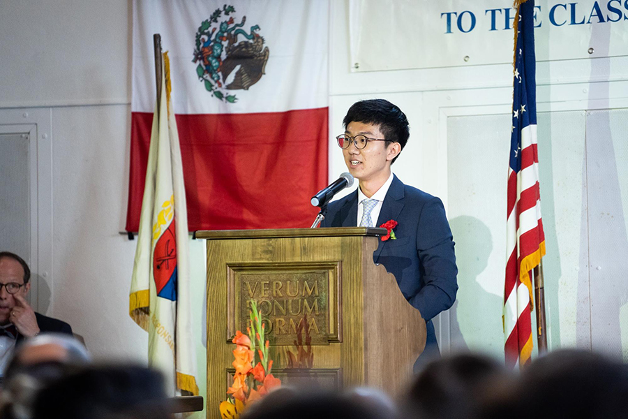 Minjoon delivers the 2019 Valedictory Address