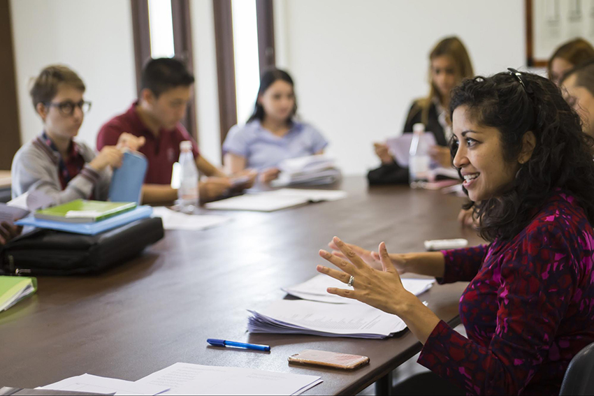 Professor Nezhukumatathil engages with TASIS students